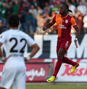 Drogba, golünü ilginç bir tesadüf eseri 67. dakikada ağlara gönderdi