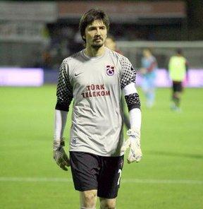 Trabzonspor'un kalecisi Tolga Zengin, Bursaspor'dan kendilerine ulaşan direkt bir teklif olmadığını söyledi