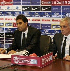 Trabzonspor, teknik direktör Mustafa Reşit Akçay ve yardımcılarıyla sözleşme imzaladı.
