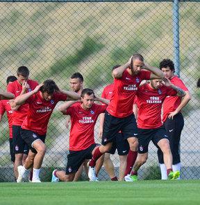 Çalışmalarına Isparta Davraz'da sabah saatlerinde yaptığı ilk antrenmanla başlayan Trabzonspor, hazırlıklarına akşam idmanıyla devam etti