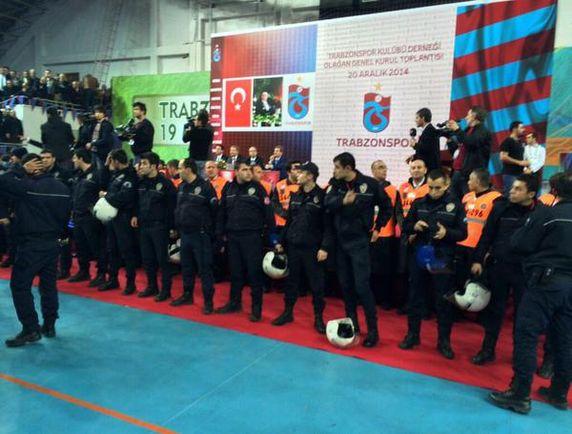 Trabzonspor Genel Kurulu'nda kavga