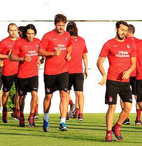 Trabzonspor, 2013-2014 futbol sezonu hazırlıklarına yeni teknik direktörü Mustafa Akçay yönetiminde başladı