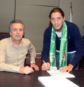Bursaspor, Gaziantepspor'da forma giyen 24 yaşındaki orta saha oyuncusu Yasin Pehlivan ile 3 yıllık anlaşmaya vardı