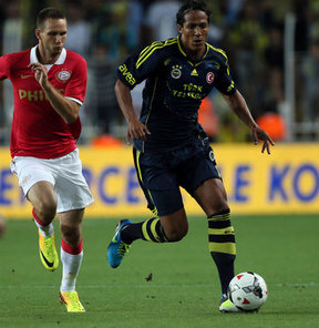 Kadıköy'deki ilk maçında PSV Eindhoven ile karşılaşan Fenerbahçe'de yeni transferler taraftarla buluştu