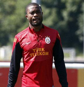 Galatasaray'ın Kamerunlu yıldızı Chedjou, Bled Kampı'nda basın mensuplarının sorularını yanıtladı