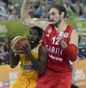 2013 Avrupa Basketbol Şampiyonası ikinci tur E Grubu'nun ikinci gününde Ukrayna, Sırbistan'ı 81-75 yendi